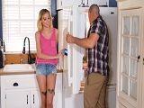 Cuñada no crees que vienes muy fresca a la cocina? - Folladas