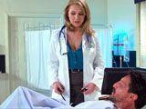El tremendo escote de la doctora parece ser la mejor medicina - Folladas