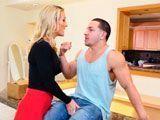 Acaba de discutir con su marido y está muy enfadada con él...