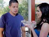 Quieres pasar? Tengo agua fresca y mi marido no está en casa - Morenas
