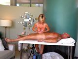 La masajista que maneja mejor las tetas que las manos... - Tetas Grandes