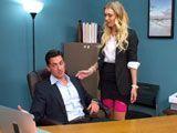 El jefe le mostró un vídeo donde salía masturbándose en el trabajo - Zorras