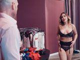 Se puso la lencería y sedujo al dependiente de la tienda... - Zorras