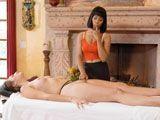 La masajista se chupa el dedo, dónde pensará meterlo? - Interracial
