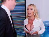 Con esas tetas la secretaria convence al jefe de lo que sea - Rubias