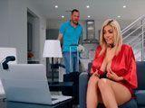 Pilló a su madrastra haciendo un show porno por la webcam XXX