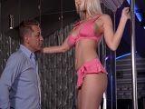La stripper terminará con la polla del cliente en la boca..