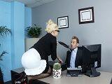 Otra secretaria zorrona que necesita un aumento de sueldo - Rubias
