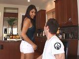 Su nueva empleada le pone cachondo con ese culo, uuf! - Mamadas