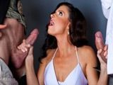 La madura India Summer se come las pollas de los policias