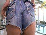 A la culona de mi mujer le quedan genial los shorts