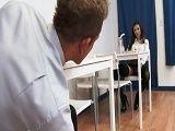 La de la mesa de enfrente me está poniendo cachondo