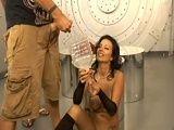 La zorra Bailey Brooks se traga un montón de corridas - Orgias Porno