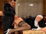 La monja y el obispo echando un polvazo en el convento