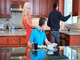 En cuanto se vaya mi marido me voy a follar a mi hijastro