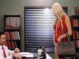 Kenzie Taylor y su marido saben cuando follar en la oficina