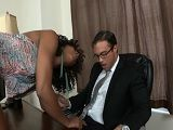 La negra Misty Stone se lo monta bien con el abogado