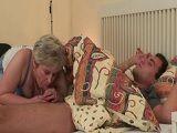 La abuela si que sabe como despertar de la siesta al nieto - Abuelas