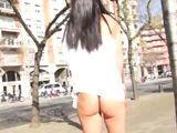 La mamá que se pasea por Barcelona enseñando el culo