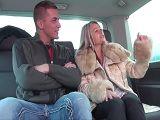 Sexo duro con una madura divorciada en la furgoneta