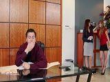 Las secretarias se lanzan a por su jefe, menudo trío xxx - Trios Porno