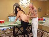 A la gorda le gusta que su cuñado le meta mano, le excita - Casadas