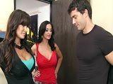 Ramon Nomar follando con la diosa Lisa Ann y su amiga - Trios Porno