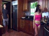 Mi cuñada hace el desayuno en tanga y a mi me pone malo - XXX Gratis