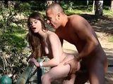 De excursión con su mujer y terminan follando al aire libre - Amateur