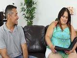 La gorda se acaba follando a un amigo de su marido - Xhamster