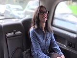 Julia de Lucia se deja follar por el taxista, que marrana joder - Españolas