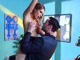La secretaria me pide que le coma las tetas en mi despacho - Actrices Porno