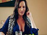Dana DeArmond no para de calentar a su yerno, tremendo! - Actrices Porno
