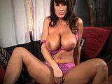 La cachonda de Lisa Ann se hace un dedazo en la webcam