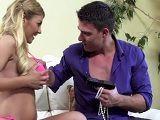 El secuestrador no quiere mi joyas, él quiere follarme - HD