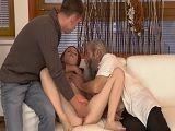 Entre su novio y su abuelo le meten los dedos en el coño - Incesto