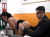 Kesha Ortega calienta así al director del banco, vaya culo! - XXX Gratis