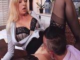 La secretaria viene con ganas de que le coma el coño.. - HD