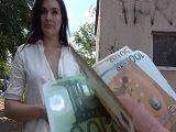 Madura calentorra acepta dinero a cambio de sexo en la calle - Morenas